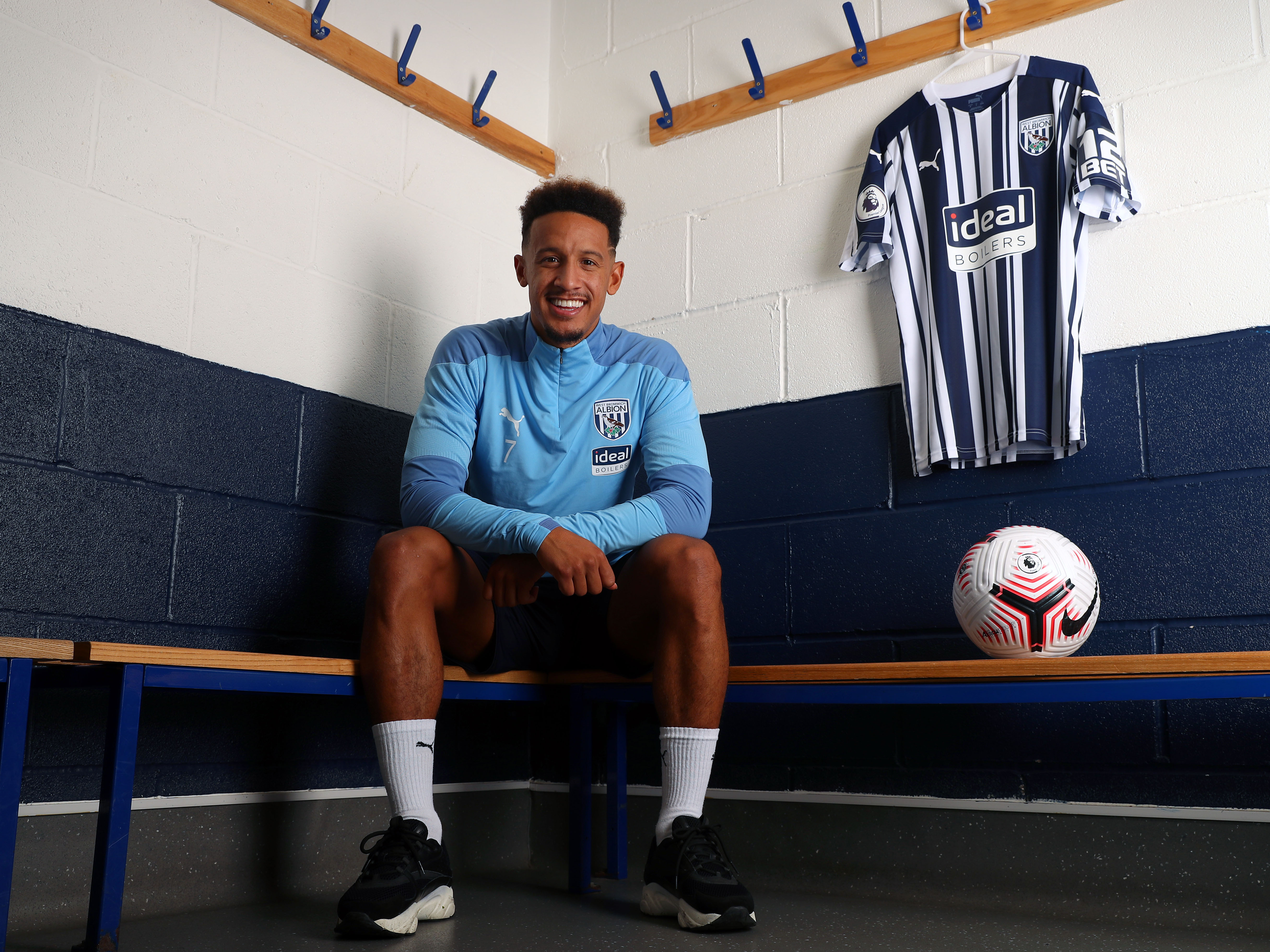 Seven snaps of our new No.7 as Callum Robinson signs for Albion