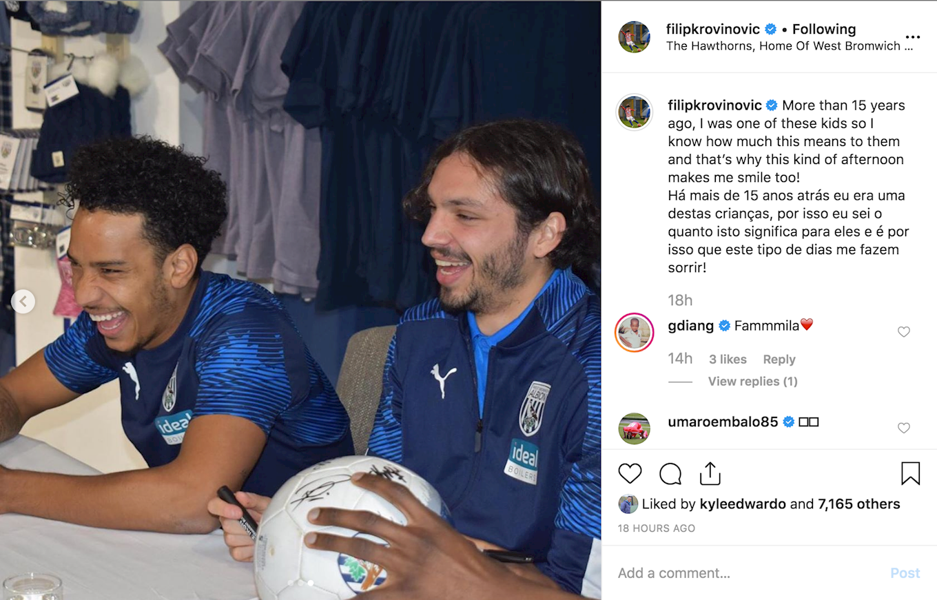 2019_10_29_signing_session_hawthorns_6.png