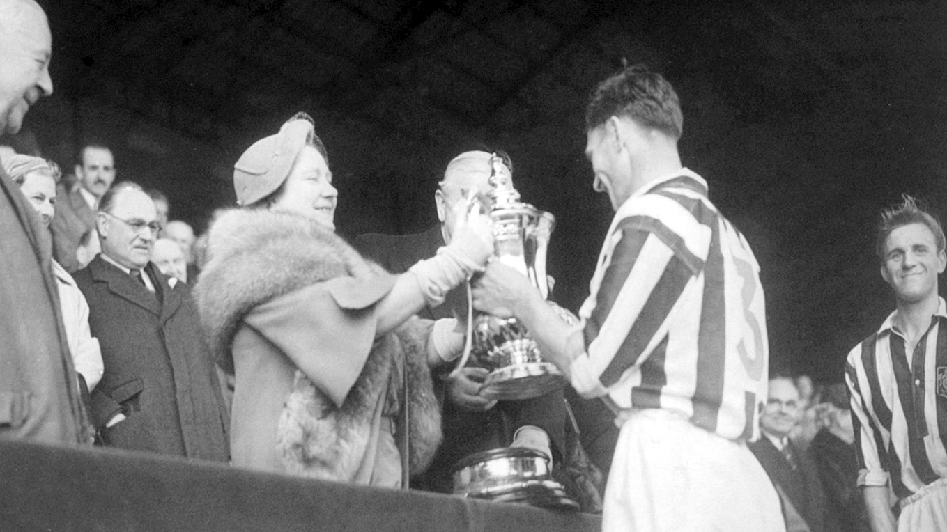 3rd pic - 1954-01.05-Cup Final-Millard redceives FAC from Queen Mother.jpg